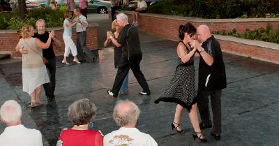 tango-place-du-village_400x209